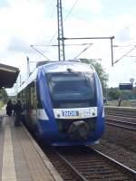 br-648-lint-41h/34536/vt-303-der-nord-ostsee-bahn-hat VT 303 der Nord-Ostsee Bahn hat gerade in Schleswig gehalten und fährt gleich weiter Richtung Husum.